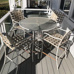 8 Piece Patio Set for Sale in Newport Beach, CA