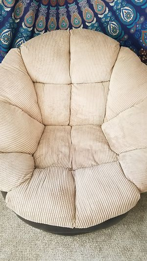 Comfy swivel chair for Sale in San Diego, CA