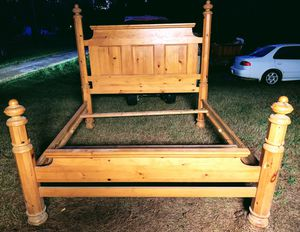 Nice king size bed frame for Sale in Mabelvale, AR