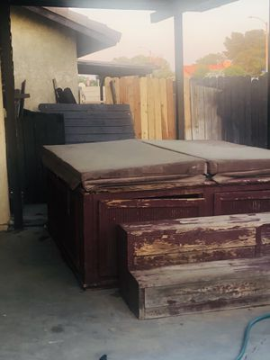 Free Hot Tub for Sale in Palmdale, CA