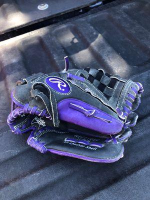 Girls baseball/softball glove for Sale in Puyallup, WA