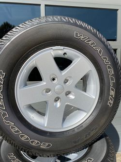 2018 Jeep Wrangler OEM wheels and tires for Sale in Lexington,  NC