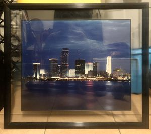 Art & Frame Mart Skyline Picture 28x32 for Sale in Hollywood, FL