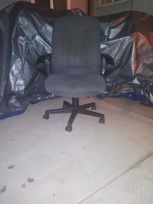 Computer office chair.. Does not go up stays down only for Sale in Fresno, CA