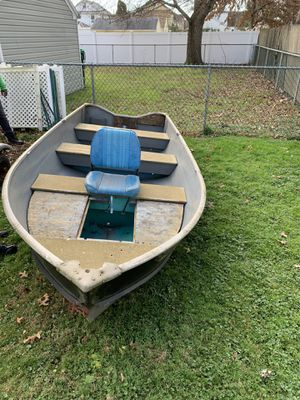 14 foot fishing boat trailer and seats $1500 for Sale in Elizabeth, NJ