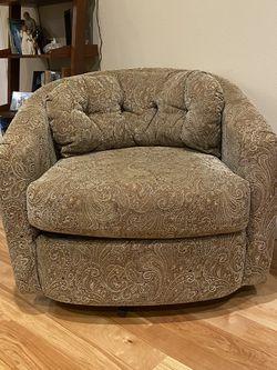 Swivel Chair for Sale in Everett,  WA