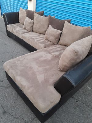 Comfortable sectional couch, Like new Condition, for Sale in Phoenix, AZ