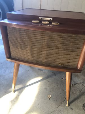 Vintage Record Player Magnavox for Sale in San Jose, CA