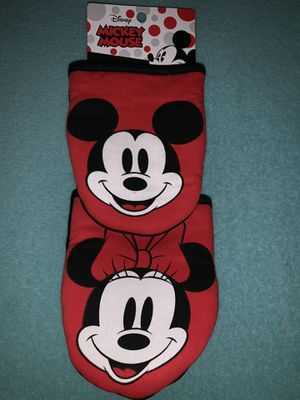 2 pk Disney Mickey Mouse red white black mini pot holder mitts NEW for Sale in San Marcos, CA