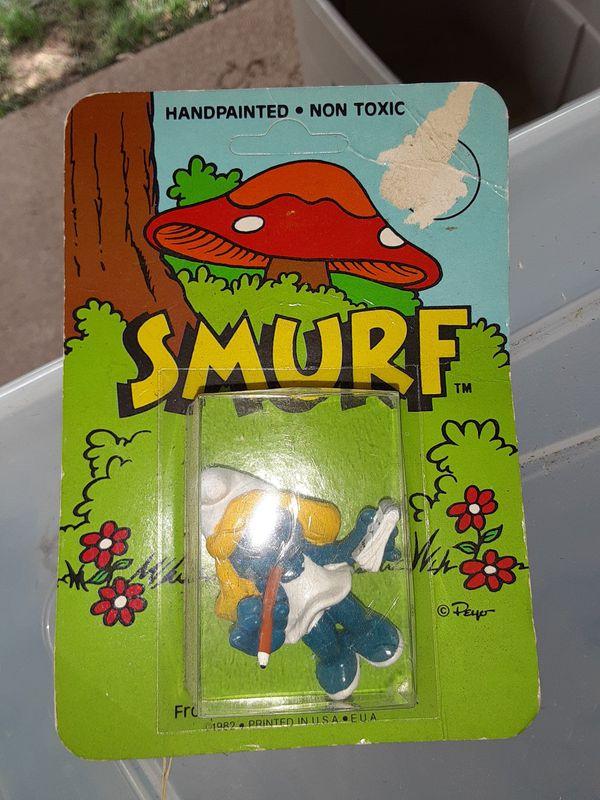 3 1982 Smurf Figures in package