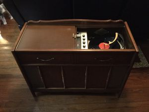 Early 1960s Magnavox Micromatic console stereo. Beautiful cabinet and excellent condition for age. All original for Sale in Harrodsburg, KY