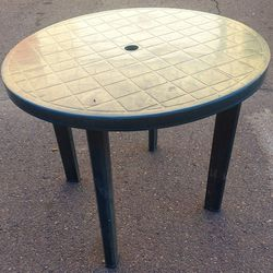 GREEN PLASTIC PORTABLE TABLE for Sale in Phoenix,  AZ