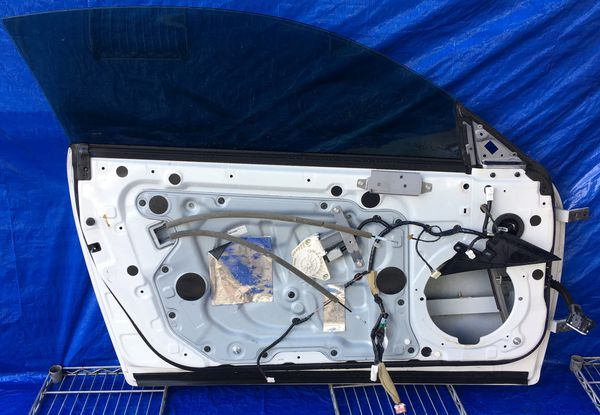 2008 - 2012 INFINITI G37 COUPE FRONT LEFT DRIVER SIDE DOOR WHITE