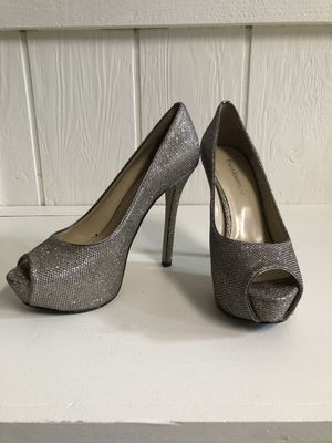 Enzo Angiolini Tanen Silver Peep Toe Platform Heels Size 6.5 for Sale in St. Louis, MO