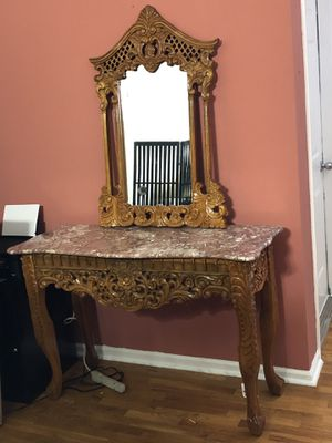 Beautiful accent/antique table with matching wall mirror. for Sale for sale  Stockbridge, GA