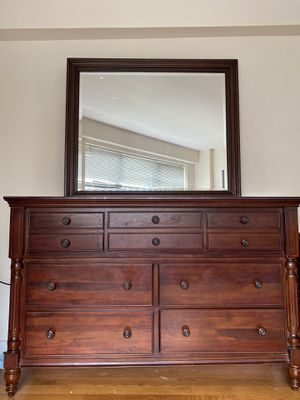 Dresser with mirror for Sale in The Bronx, NY