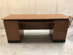 Solid wood desk FREE for Sale in Tampa, FL