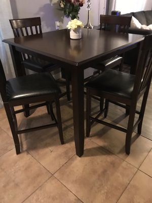 BEAUTIFUL TABLE 4 LEATHER CHAIRS LIKE NEW for Sale in Chandler, AZ