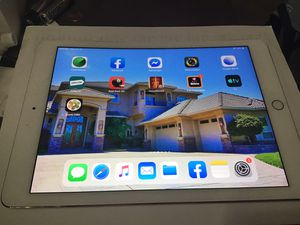 Apple iPad (6th Generation) - 32GB - Wi-Fi, 9.7in with a ben own right side for Sale in Stockton, CA