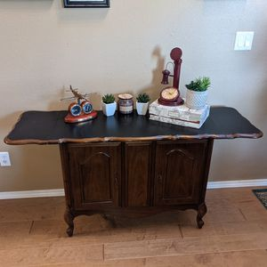 Broyhill Table W/ Folding Sides Buffet Table Or Entryway Table for Sale in Beaverton, OR