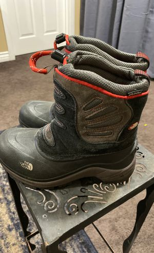 The North Face Kids size 1 Snow Boots for Sale in Torrance, CA