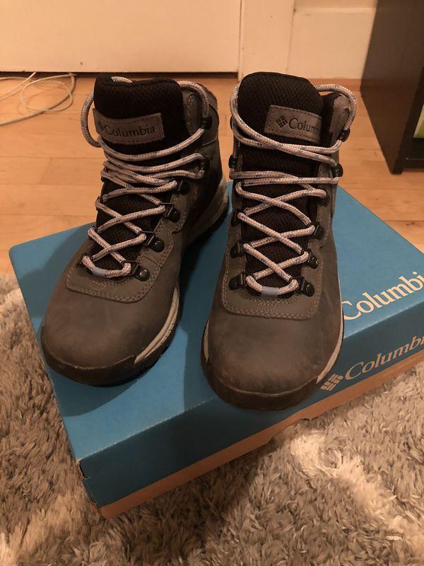 Columbia Hiking Boots Like NEW - Women's Size 7.5