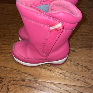 Land's End Toddler Girl Pink Snow Boots Size 9 for Sale in Maple Shade Township, NJ