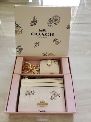 New Coach Wristlet Wallet and Picture Charm for Sale in Glendale, AZ