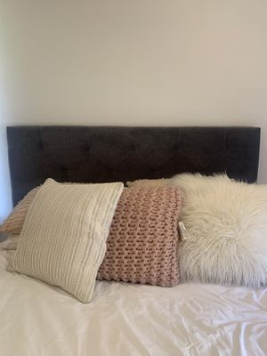 GREY VELVET TUFTED HEADBOARD for Sale in West Hollywood, CA