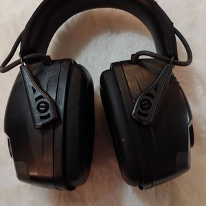 Howard Leight by Honeywell EN352 Impact Pro Electronic Earmuffs - Black for Sale in Renton, WA