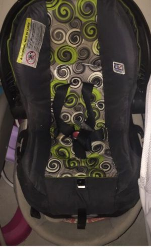 Car seat with the base for Sale in Killeen, TX