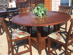 Beautiful 4chairs dining table for Sale in Orosi, CA
