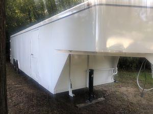 Eclosed cargo goose neck 32' for Sale in Splendora, TX