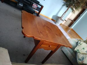 Coffee table for Sale in Reynoldsburg, OH
