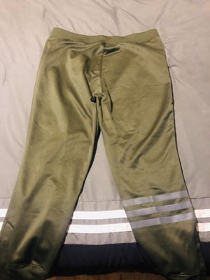 EUC XL Adidas Men's Olive Jogger W/ Adjustable Snap Closure & XL Climalite Shirt for Sale in Chicago, IL