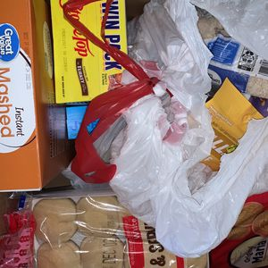 Box of FREE & UNEXPIRED FOOD ! for Sale in Chesapeake, VA