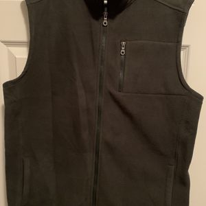 Men's Sweater Vest Size L for Sale in Mauldin, SC