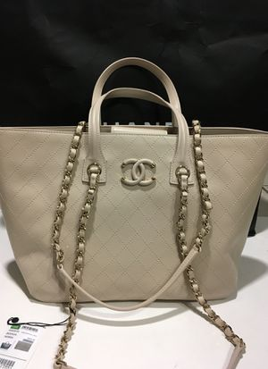 Chanel authentic bag medium for Sale in Arlington, TX