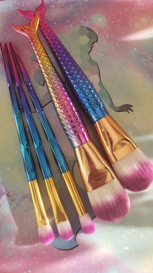 5pcs all new high quality professional makeup brushes for Sale in Los Angeles, CA