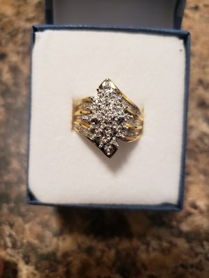 Large 10k Gold Diamond Cluster Ring size 7.25 for Sale in Fresno, CA