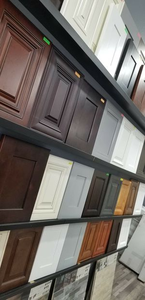 Kitchen cabinets and countertop for Sale in Santa Ana, CA