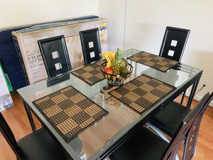 AMAZING DINING ROOM SET + FREE TV for Sale in Potomac, MD