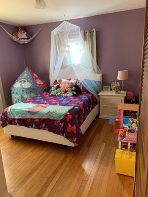 Full size bed frame for Sale in Schenectady, NY