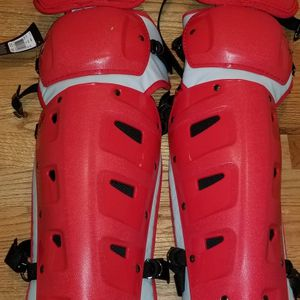 """New NIKE Vapor Catchers Leg Guards 15"""" for Sale in Puyallup, WA"""