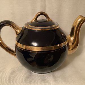 HALL's CHINA COBALT AND GOLD TEAPOT. VERY GOOD CONDITION. NO CHIPS. $20 FIRM for Sale in San Diego, CA