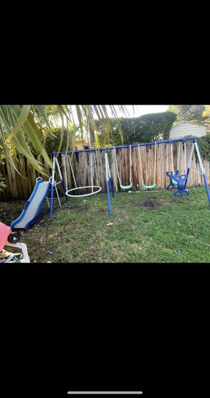 FREE SWING SET PICK UP for Sale in Miami, FL