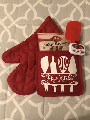 Personalized pot holder gift set, Christmas, present, kitchen supplies for Sale in Brea, CA