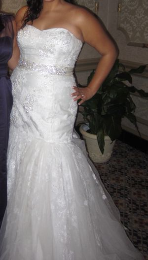 Beautiful Oleg Cassini Wedding dress for Sale in Germantown, MD