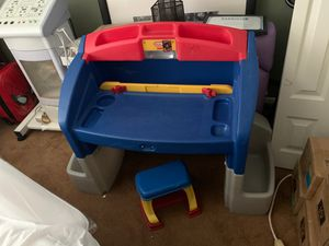 Little tikes kids desk and chair for Sale in Altamonte Springs, FL