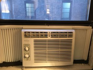 Frigidaire window Air conditioner for Sale in BOWLING GREEN, NY